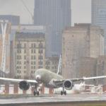 Самолет CS100 допустили к посадке по крутой глиссаде